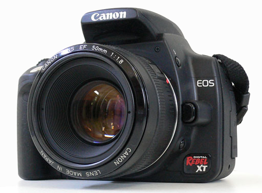 Le Canon EOS 350D Rebel XT de 8 Mpixels proposé à 820 € (2006), optique comprise.