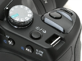Le grip du Sony Alpha DSLR-A100.